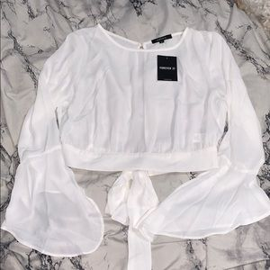 🌸 NWT Cropped angel wing top